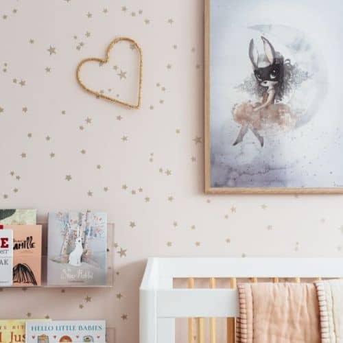 pared infantil niña cuarto